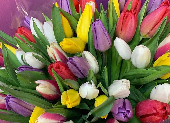 Букет ярких тюльпаноа