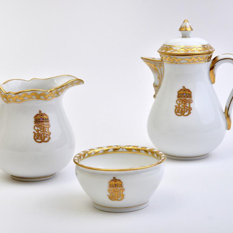 BETELT - Porcelánok a császári udvartól a polgári ebédlőkig és a kávéházi asztalokig