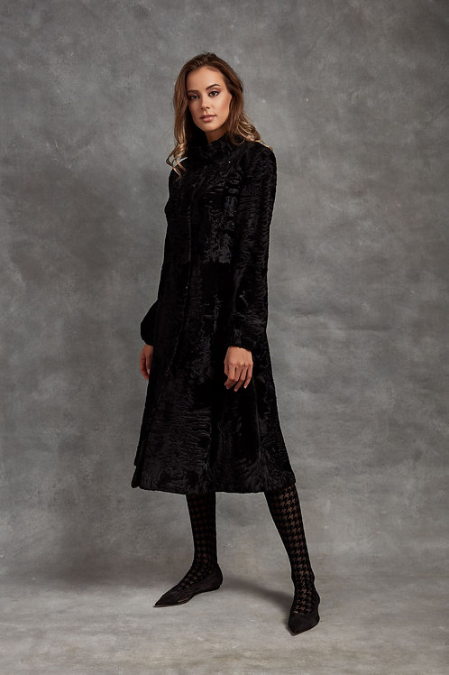 Пальто из меха Swakara черного цвета