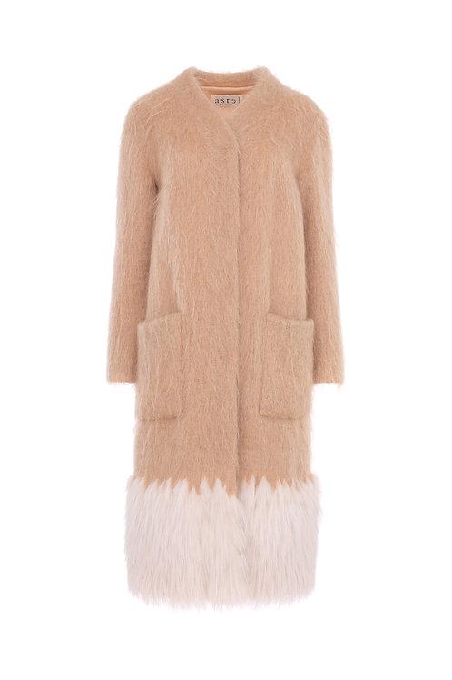 Пальто из английского мохера с белой лисой