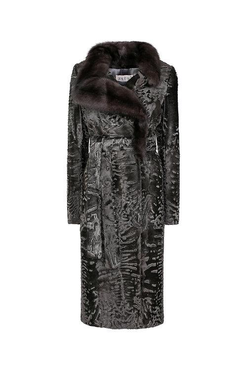 Пальто из металлизированной каракульчи с соболем