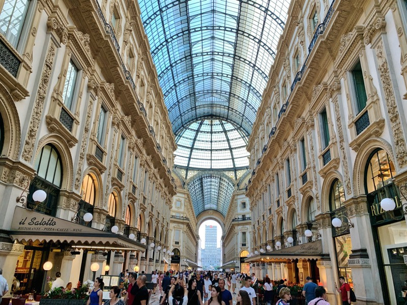 Plaza with shopping at Milan Cathedral