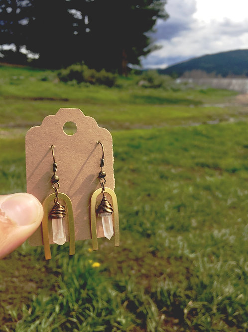 Quartz arch earrings