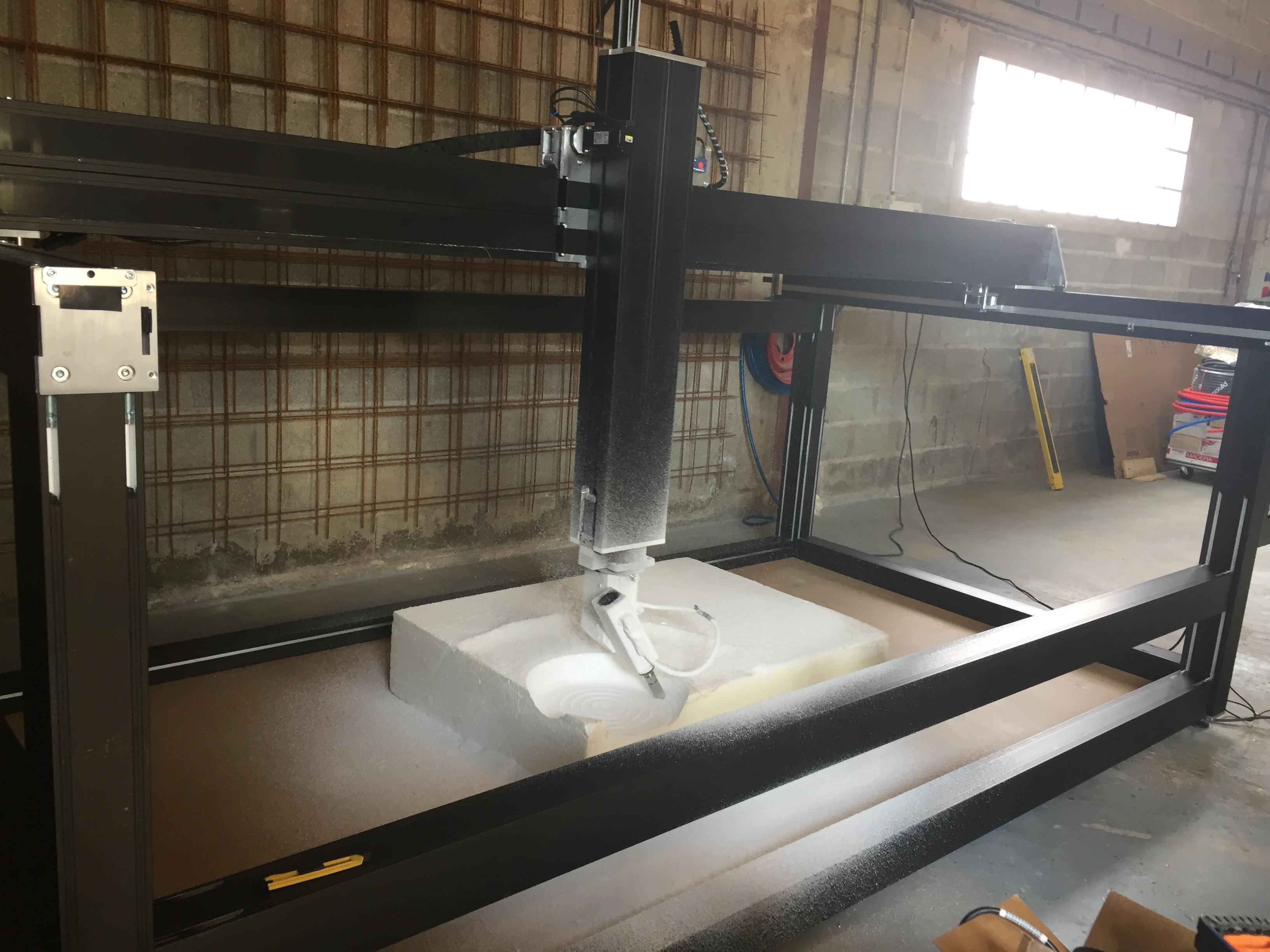 Machine numérique decoupe de mousse