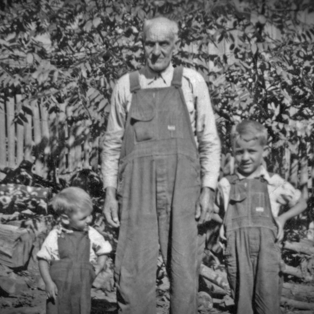 Creelsboro_Grandpa_Kids.tiff