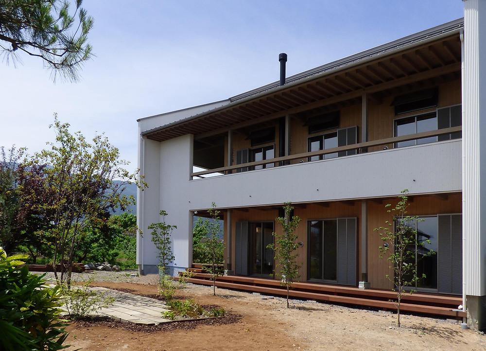 アウトドアリビング 庭 ガーデニング 外観 住宅 エコ住宅 ウッドデッキ ウリン シンボルツリー ジューンベリー