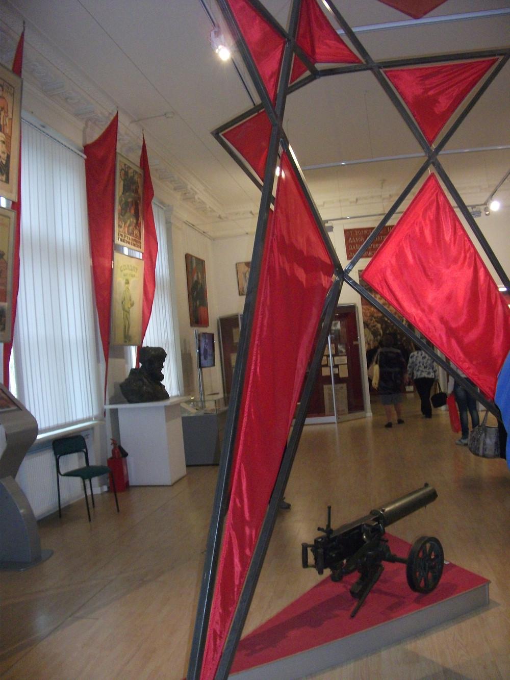 В музее современной истории