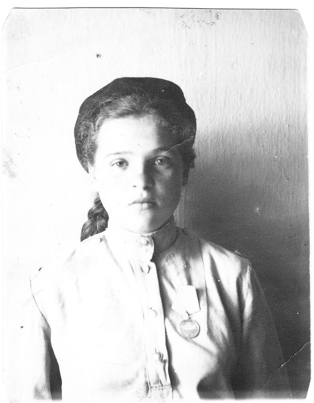 Элине 14 лет, октябрь 1944 год,  1-я медаль