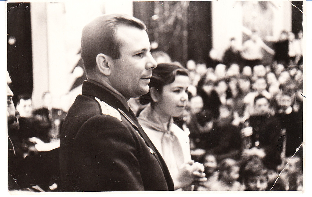 Ю.А. Гагарин на сцене Большого зала Дворца пионеров