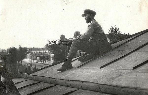 Фото 4 Е. Тимофеев  боец ПВО на крыше му