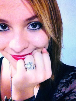 0001 Stephanie Beckett anillo gato subasta 160.jpg