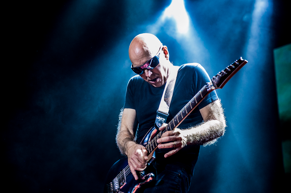 Joe Satriani (USA)
