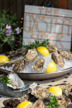 Oysters with lemons