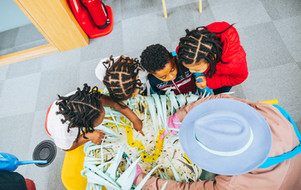 Four children look at the Slime garden with a Slime gardner in a Library