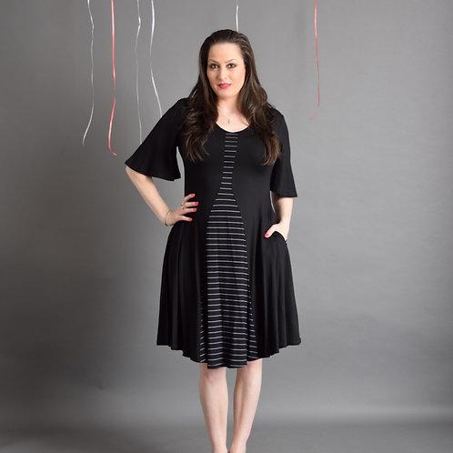 שמלת גיא שחורה בשילוב פסים