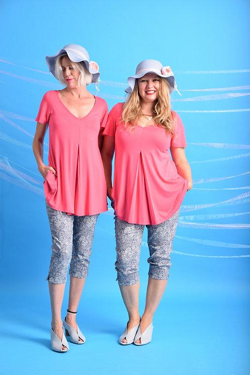 מכנסי קפרי דוגמא כחול לבן