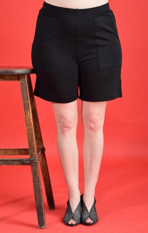 מכנסיים קצרים שחורים
