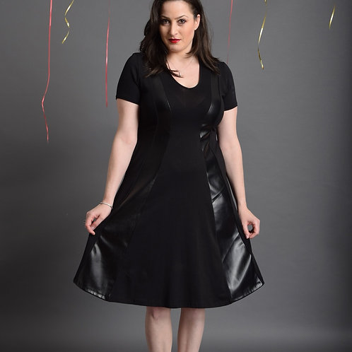 שמלת שמש חורפית שחור בשילוב דמוי עור