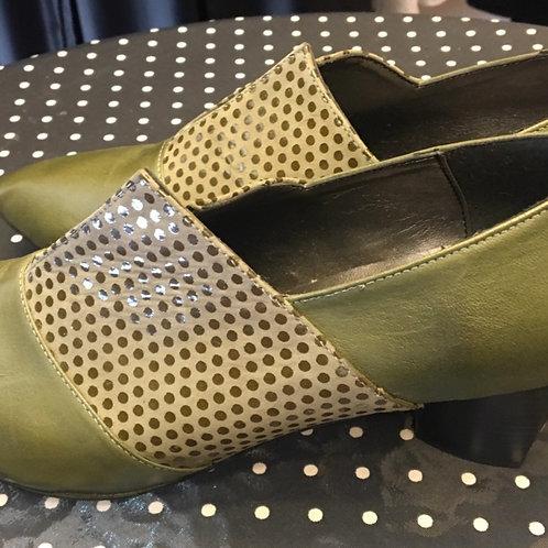 נעלי מלאני זית בשילוב נקודות