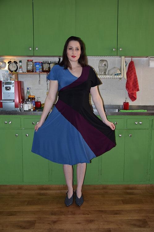 שמלת סופיה שחור תכלת סגול