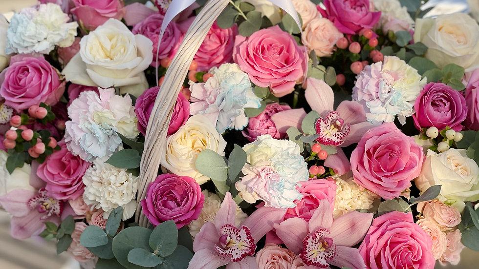 Авторская корзина с цветами в размере L
