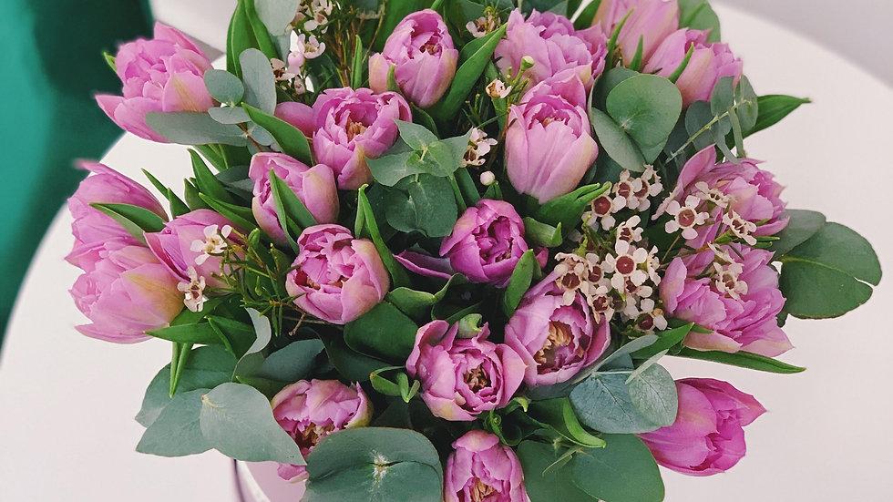 Цветочная коробка с тюльпанами (размер М)