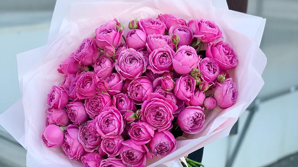 Шикарный букет из 49 малиновых пионовидных роз