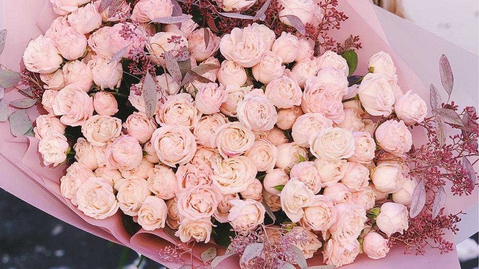 Моно букет из 49 пионовидных кустовых роз