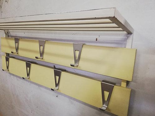 Gele vintage wandkapstok met alluminium haken