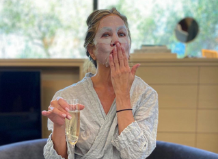 Which Hollywood celebs love their carbon laser facial (also known as the 'Hollywood' peel)?