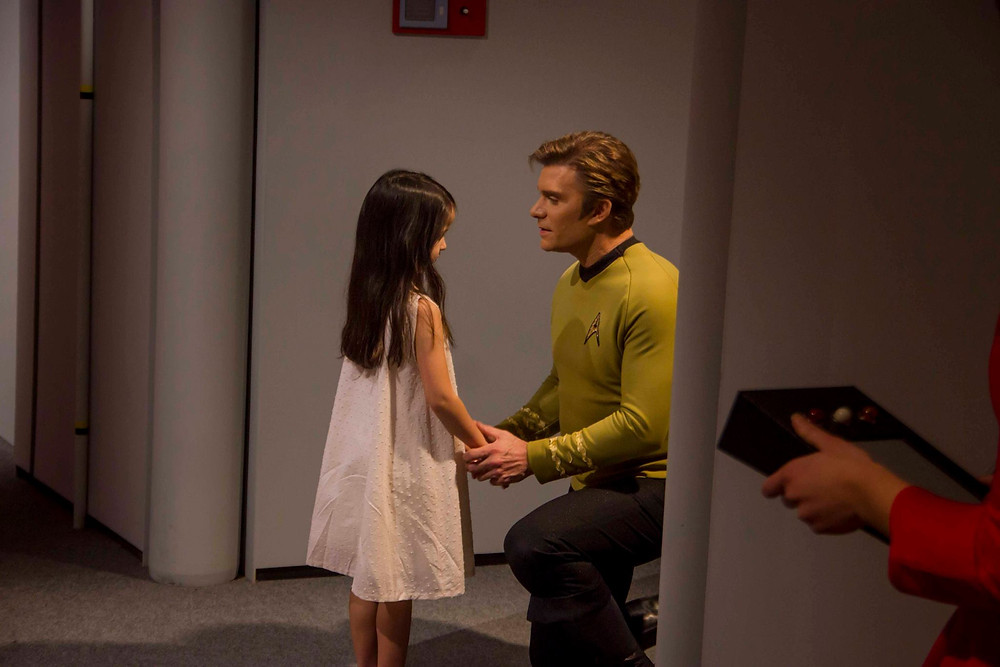 "Actors Sarai Duenas (left) and Vic Mignogna (right) in a scene from Episode 4 of ""Star Trek Continues,"" called ""The White Iris"" (photo © Trek Continues, Inc.)"