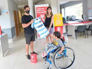 Tigre: entregaron elementos ortopédicos y la camiseta de Los Pumas
