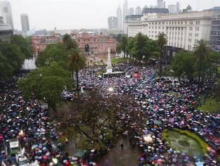 """Rebelión en San Martín: """"Juana Azurduy no se rinde, Cristina tampoco"""""""