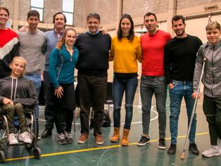 Jorge Macri, ahora, con pelota al pie, se da tiempo para compartir almuerzo con deportistas