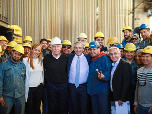 Alberto Fernández, acompañado por Kicillof, inaugura planta de medicamentos en tierra arrasada