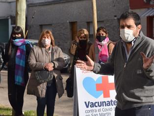 El intendente Moreira, ante la llegada de millones de vacunas, salió a golpear puertas de vecinos