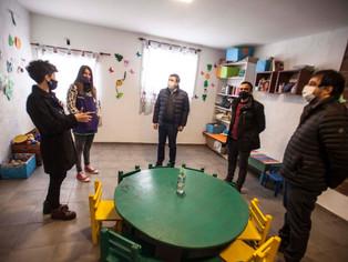 El intendente Moreira y Daniel Arroyo dan batalla a la pobreza esquivando los palos que les ponen en