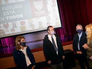 Un Ministro de Cultura sorprendido con el teatro Soriano arma agenda de política cultural con Zamora