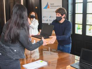 Juan Andreottientrega 700 netbooks del Programa ´Conectar Igualdad´ en un país desigual