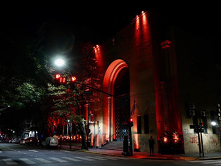 Iluminaron el palacio municipal en el Día de la Esclerosis Múltiple