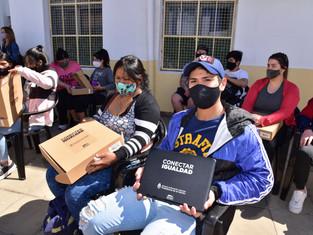 San Martín lleva entregadas más de 1000 computadoras a estudiantes; además, construye un nuevo jardí