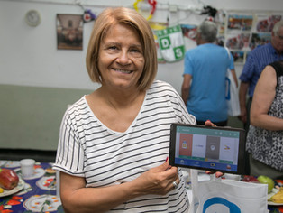 Entregaron tablets a jubilados