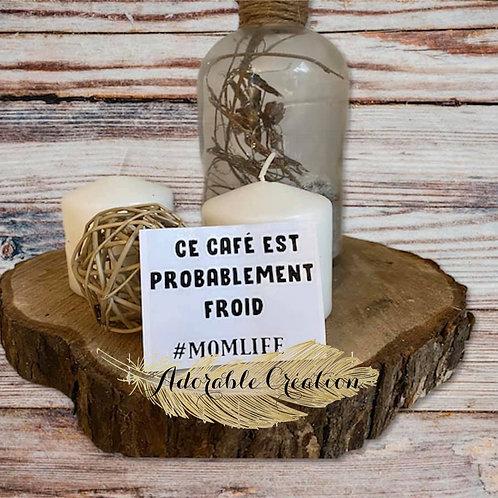 """Décalque de vinylenoir """"Ce café est probablement froid #momlife"""""""