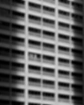 黒と白の建物