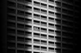 Sort og hvid bygning