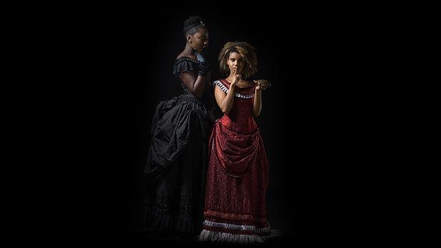Dames in historische theaterkledij - Avothea Gent