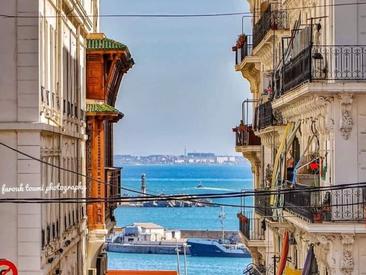 Ces rues qui débouchent sur la mer...