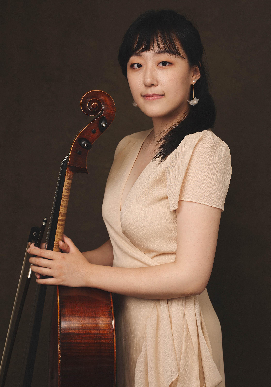 Classical Musician Headshot Portrait by Richmond Vancouver BC based portrait photographer Sally Abde