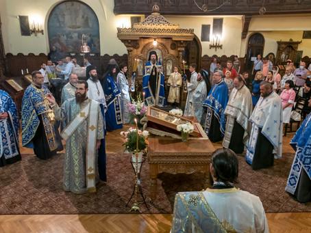 """В столичния храм """"Св. Параскева"""" бе отслужена архиерейска вечерня с Богородичен канон"""