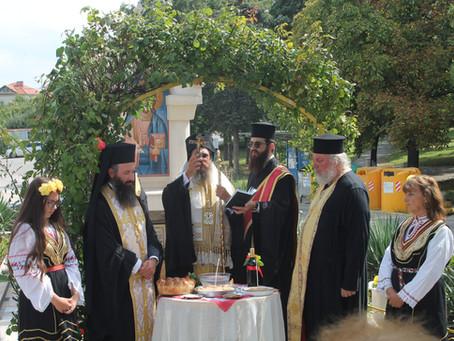 Архиерейска св. Литургия, офикия и нов параклис в село Долни Лозен